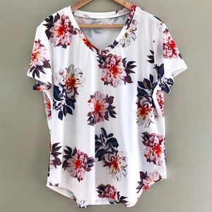 Floral V Neck Like New Top With Stretch Size XL